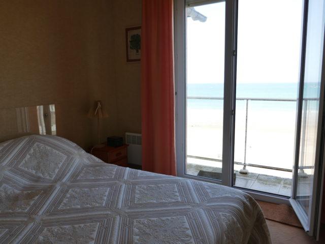 Appartement Villa Ar Vro  Chambre balcon vue mer e-bis-immobilier